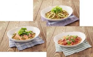 フレッシュバジルとハーブソーセージのトマトソース(右手前)、サラダほうれん草とサーモンのトマトソース(左)、いかと水菜の大葉ソース(奥)