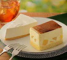 りんごのシブースト(手前)、北海道産クリームチーズケーキ(奥)