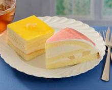 白桃のズコット(右)、4層のレモンケーキ(左)