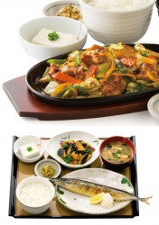 豚肉とたっぷり野菜の味噌炒め定食(上)、さんまの塩焼定食(下)