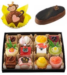おさるのしっぽ 540円(左上)、迎春 チョコレートスフレ 918円(右上)、スイーツおせち12個2,916円(下)