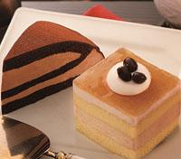 ほうじ茶と黒糖きなこのムースケーキ(手前)、生チョコレートケーキ(奥)