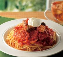 ハンバーグを崩したごろ肉とイタリア産トマトのマッチング「パスタ ごろっとお肉のトマトソース」