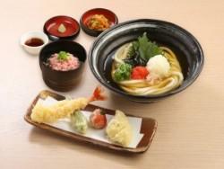 「博多明太子の冷かけうどん 天ぷら添え」にねぎとろ御飯を追加したセット