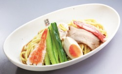 寿司店ならではの魚介だれが特徴の「7種の魚介だれ 冷やし中華はじめました」