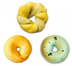 季節限定のクロワッサンベーグル レモン(上)、コーン(下段左)、チョコミント(下段右)
