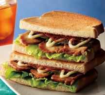 山椒のぴりっとした辛さが爽やかな「トーストサンド 日南どりの照焼き 山椒風味」