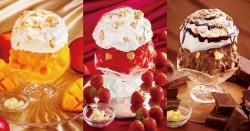 ふわふわのエスプーマチーズクリームが特徴の「チーズタルトかき氷」。左から、ごろごろマンゴー、贅沢いちご、濃厚チョコレート