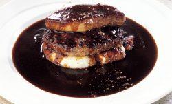 フォアグラを贅沢にトッピングした「フォアグラのプレミアムハンバーグステーキ」
