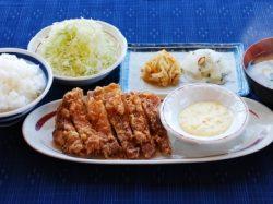 チキン南蛮を主菜にした定食