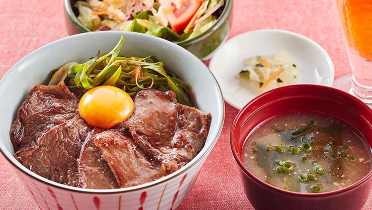 九州産黒毛和牛を焼肉丼にした「九州産霜降り黒毛和牛と九条ねぎキムチの焼肉丼膳」