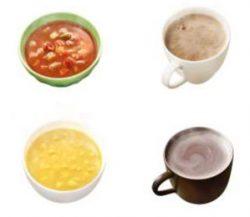 上段左からミネストローネ、ロイヤルミルクティー、下段左からコーンクリームスープ、ホットココア