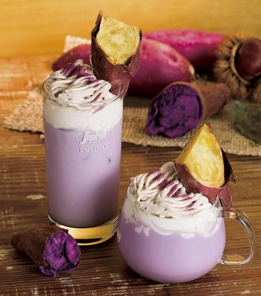収穫の秋を目と舌で感じさせる「紫いもとさつまいものプレミアムラテ」。左がアイスラテ、右がホットラテ