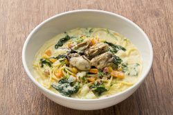 牡蠣と冬野菜のクラムチャウダー風スパゲティ
