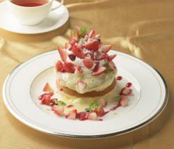 苺のホワイトクリスマスパンケーキ