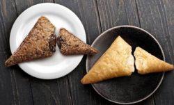 「三角チョコパイ 黒」(左)、「三角チョコパイ 白」(右)