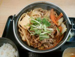 吉野家の「牛すき鍋膳」。並盛が650円、大盛が750円。持ち帰り対応。