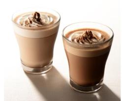 カカオ分が違うホットチョコレートドリンク。カカオ36%(左)、カカオ55%(右)
