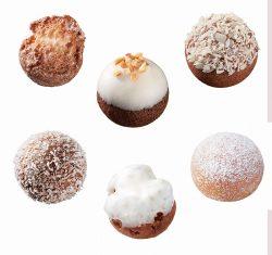 上段左から、オールドファッションシュガーボール、ホワイトアーモンドチョコレートボール、ポン・デ・ホワイトフレークショコラボール、下段左からポン・デ・ココナツショコラボール、ホワイトチョコファッションボール、エンゼルクリームボール
