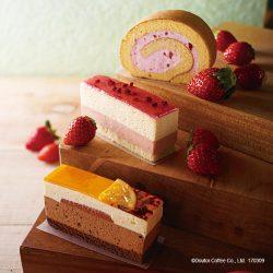 とちおとめの苺クリーミーロール(奥)、とちおとめの苺のケーキ(中央)、国産オレンジ&ショコラ(手前)