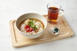 モーニング「茶粥 お豆腐とトマト、ダージリンティー」