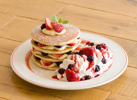 苺の贅沢ミルフィーユパンケーキ