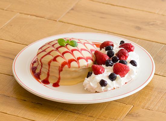 ホワイトチョコとストロベリーのアカラパンケーキ