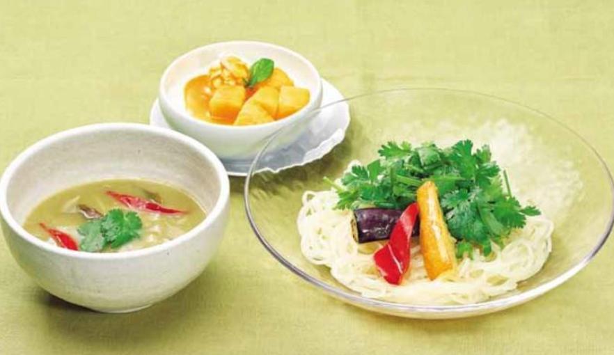 グリーンカレーのつけ麺風 季節の杏仁豆腐セット