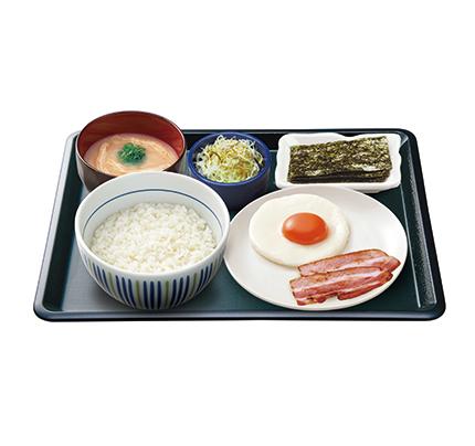 目玉焼きベーコン朝定食