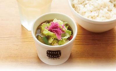11種の野菜と鶏肉のスープ