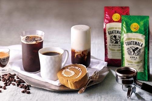 左から、8/7限定販売の「アイスエスプレッソ」、「本日のコーヒー」、「コーヒーロール ~エスプレッソクラシコ~」。「アイスカプチーノ」(奥)
