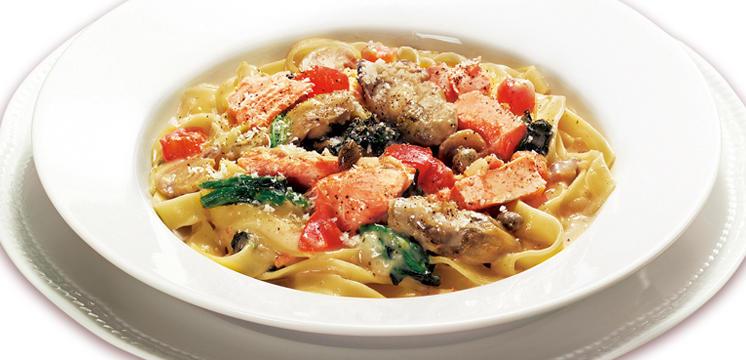 銀鮭と蒸し牡蠣のフェットチーネ~クリームソース~