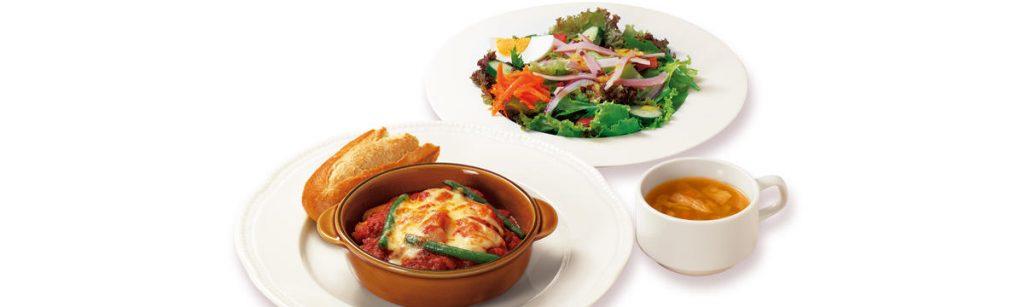 水・木曜日の日替わりサンシャインランチ「若鶏のオーブン焼き~トマトソース&チーズ~ロースハムと玉子のサラダ」