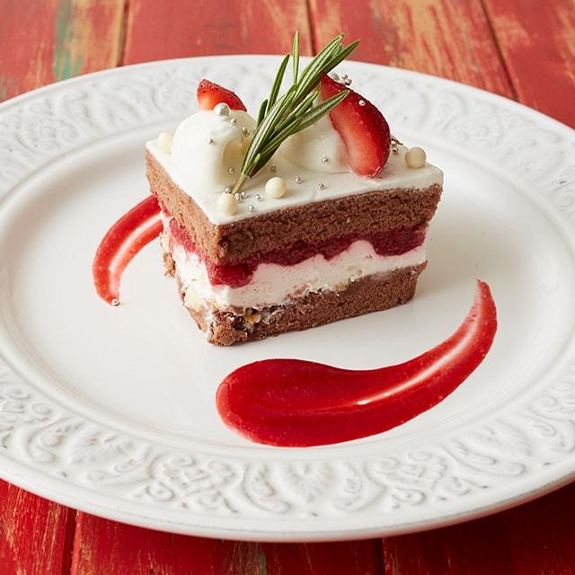 苺とホワイトチョコクランチのショートケーキ