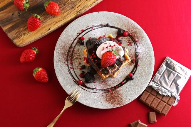 「3種ベリーと濃厚チョコレートのバレンタインワッフル」