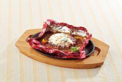 「トマトの包み焼きハンバーグ~ゴルゴンゾーラチーズの香り~」
