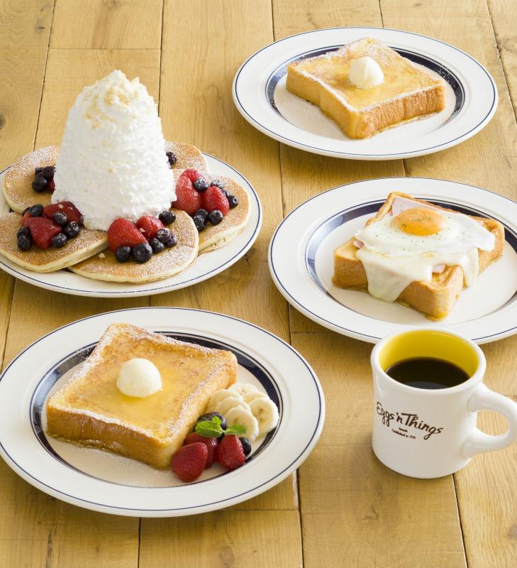 ダブルベリーパンケーキ(左上)、フレンチトースト【フルーツ】(左下)、クラシック・フレンチトースト(右上)、フレンチトースト【コンプリート】(右上)