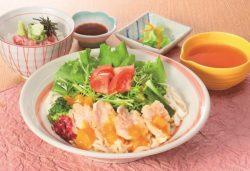 たっぷり野菜の鶏天サラダうどん と ねぎとろミニ丼